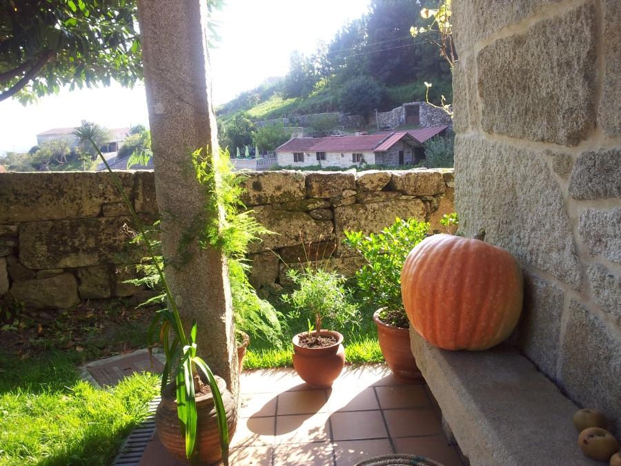 Calabaza situada en la entrada de la casa